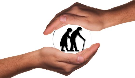26일 국민건강보험공단이 국회 보건복지위원회 김승희 자유한국당 의원에 제출한 '2015~2019년 6월 전국 노인인구 대비 장기요양보험 인정률 현황'에 따르면 전국 노인인구 대비 장기요양보험 인정률은 서울(7.33%)이 가장 낮고 전북(10.85%)이 가장 높았다.[사진 pixabay]