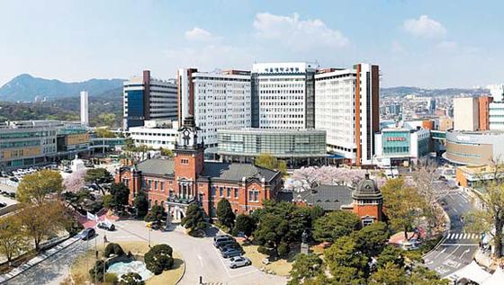 서울대학교병원은 국내외에서 공공의료 리더의 역할을 충실하게 수행하고 있다.