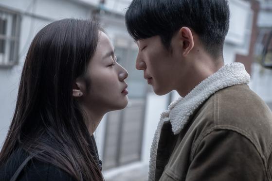 유열의 음악앨범'의 김고은(왼쪽)과 정해인.