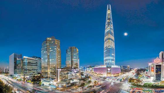 롯데호텔은 국내 최고층 롯데월드타워에 최상급 호텔 시그니엘을 론칭했다.