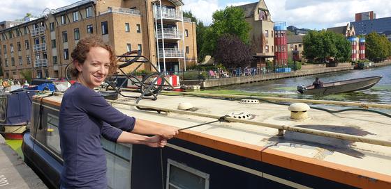 영국 런던 도심 이슬링턴구의 리젠트 운하에서 크리스티나가 주거용 배를 정박시키고 있다. 김성탁 특파원