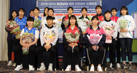 지난해 프로배구 여자 신인선수 드래프트에서 지명된 선수들. [뉴스1]