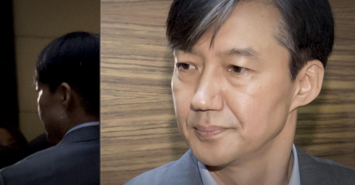 조국 법무부 장관 후보자가 28일 오전 서울 종로구에 마련된 청문회 준비 사무실로 출근하고 있다. [뉴스1]