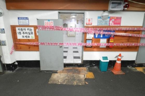 지난달 29일 오전 부산의 한 공중화장실에서 유해화학물질인 황화수소가 누출돼 여고생이 의식불명 상태에 빠지는 사고가 발생했다. [사진 부산경찰청]