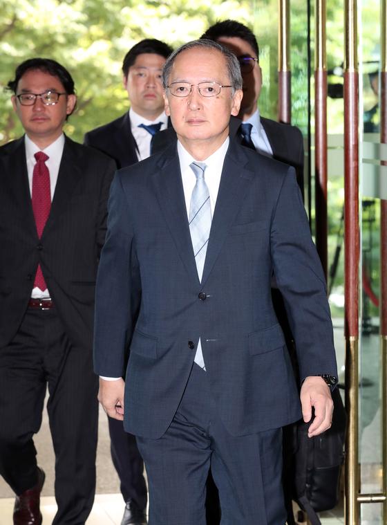 일본 정부가 예정대로 한국을 백색국가에서 제외한 28일 나가미네 야스마사 주한 일본대사가 서울 외교부 청사로 초치되고 있다. 최정동 기자