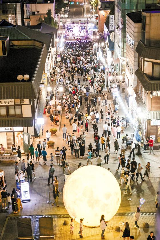 '2019 인천 개항장 문화재 야행' 행사가 다음 달 7일부터 8일까지 열린다. 문화재·문화시설의 야간개방과 함께 다채로운 공연으로 개항장의 낭만을 더할 예정이다. [사진 인천시]