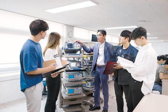 ICT폴리텍대학은 등록금이 국내 최저 수준인 112만원으로 일반대학의 4분의 1 수준이다. [사진 ICT폴리텍대]
