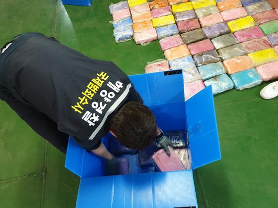 A호에서 발견된 코카인 [사진 중부지방해양경찰청]