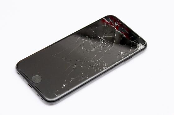 아이폰을 만드는 애플이 사설 수리업체에도 자사의 부품과 수리 도구, 훈련 매뉴얼, 서비스 지침 등을 제공하기로 했다. [사진 픽사베이]
