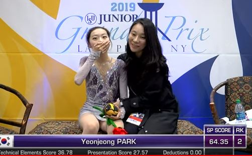 2019~20 ISU 주니어 그랑프리 2차 대회 여자 싱글에서 은메달을 딴 박연정(왼쪽). [사진 ISU 유튜브 캡처]