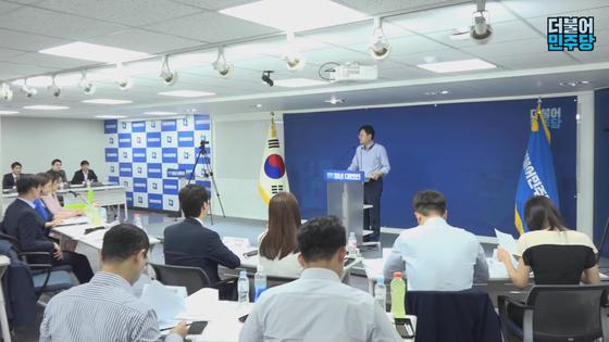 더불어민주당이 지난달 27일 서울 여의도 민주당사에서 개최한 당 청년대변인 공개 면접 현장. 민주당은 이날 공개 면접을 유튜브 채널 '씀'을 통해 생중계 했다. [사진 유튜브 캡처]