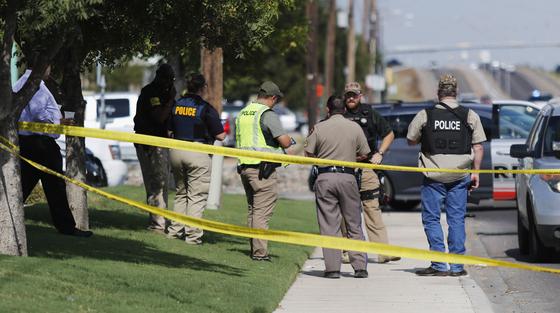 31일(현지시간) 미국 텍사스 주에서 총격 사건이 발생해 7명이 죽고 20명이 다치는 사건이 발생했다. 총격범은 현장에서 사살됐고, 오데사 주민으로 확인됐다. [AP=연합뉴스]