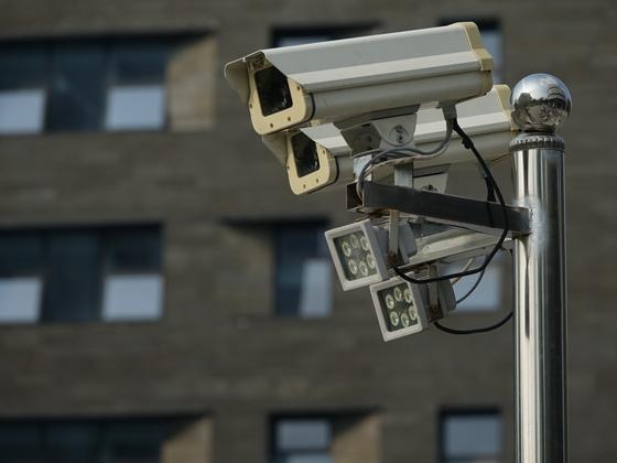 지난달 22일(현지시간) 중국 상하이의 AI 산업 단지인 장장(張江)AI아일랜드에 폐쇄회로(CCTV) 카메라가 설치되어 있다. [연합뉴스]