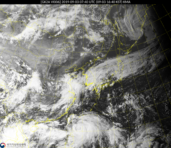 천리안 위성이 촬영한 제13호 태풍 '링링'. 대만 동쪽에서 북상 중인 모습이다. [사진 기상청]