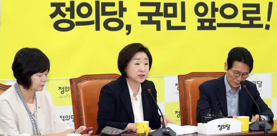 심상정 정의당 대표가 3일 서울 여의도 국회에서 열린 정의당 의원총회에서 모두발언을 하고 있다. [뉴스1]