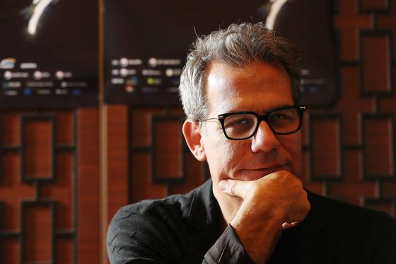 도시 기획가이자 저널리스트로 '도시와창조계급(Cities and the Creative Class)' 저자인 리차드 플로리다가 3일 일산 엠블호텔에서 중앙일보와 인터뷰하고 있다. 우상조 기자