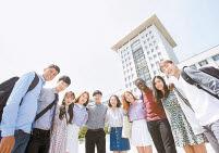 선문대는 국내 대표적인 국제화 대학으로 꼽힌다. 38개국 139여 개 대학과 국제교류 협정을 맺고 매년 1000여 명이 해외로 나갈 수 있도록 다양한 해외연수 프로그램을 운영하고 있다. 이번 수시에서 전체 모집인원의 84%를 모집한다. [사진 선문대]