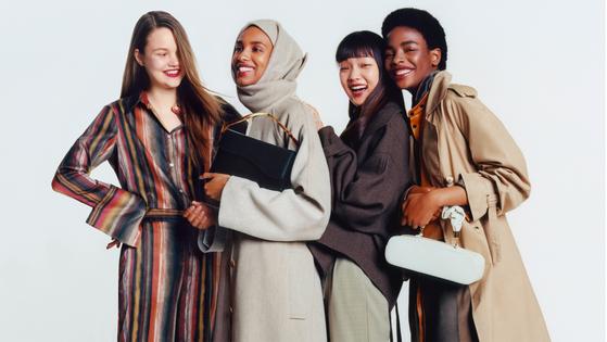 네타포르테의 3회 더 뱅가드 프로그램의 화보 사진. 이번에 선정된 디자이너들의 옷과 가방을 착장하고 찍은 사진이다.  [사진 네타포르테]