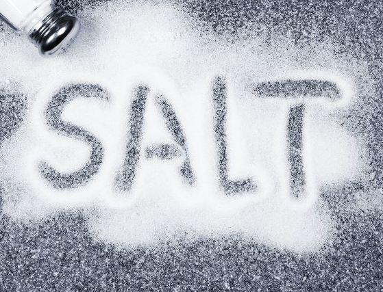 소금은 사망에 가장 큰 원인이 되는 식품이다. [중앙포토]