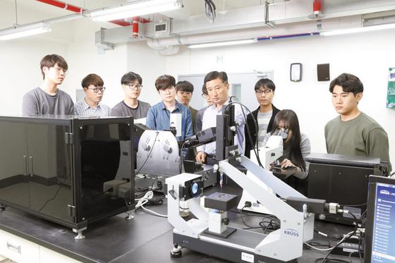 단국대는 소프트웨어 중심대학 지원사업, LINC+ 4차 산업혁명 혁신선도대학 사업에 연달아 선정되고, 'AI 캠퍼스'를 구축해 미래 교육의 중심으로 떠올랐다. 2017년부터 110억원을 투입해 소프트웨어 인재를 양성하고 있다. [사진 단국대]