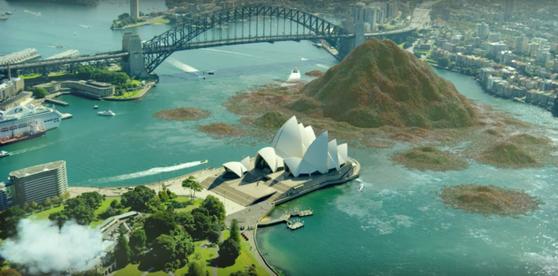 호주에서 연간 발생하는 음식물쓰레기를 시드니항에 투척하는 이미지의 CG로 재구성했다. [Mint Pictures 영상 캡처]