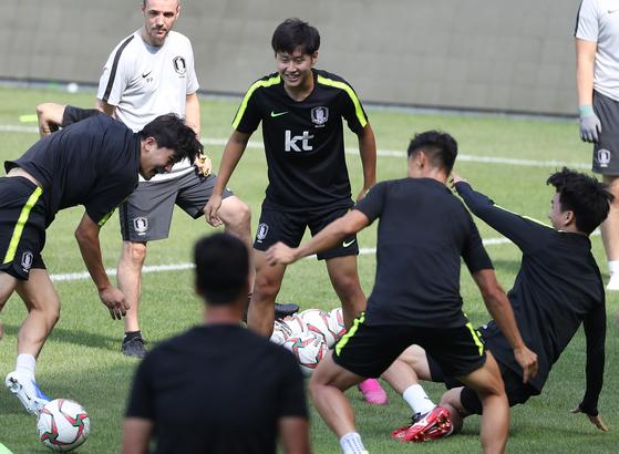 조지아와 평가전을 하루 앞두고 축구 국가대표팀 선수들이 터키 이스탄불 파티흐 테림 스타디움에서 훈련을 하고 있다. [연합뉴스]