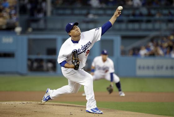 5일 콜로라도전에서 역투하는 LA 다저스 류현진. [AP=연합뉴스]