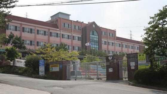 웅동학원이 운영하고 있는 경남 창원시 진해구 웅동중학교. 송봉근 기자