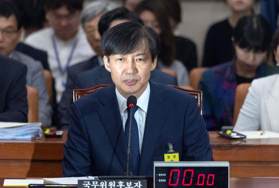 조국 법무부 장관 후보자가 6일 인사청문회에 출석해 의원들 질의에 답변하고 있다. 오종택 기자