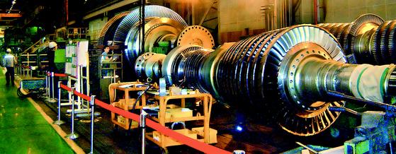 두산중공업의 원전용 터빈. 두산중공업은 최근 영국서 2000억원대 설비 공급을 따냈다. [중앙포토]