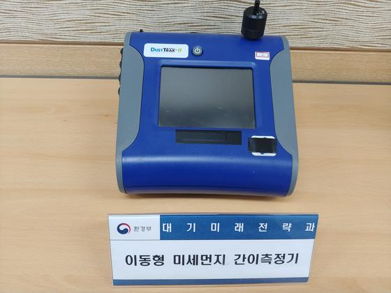 실험실에서 사용하는 미세먼지 간이측정기 제품. 실험을 위한 정확도, 정밀도는 그간 업체에서 제공하는 정보에 의존했다. 김정연 기자