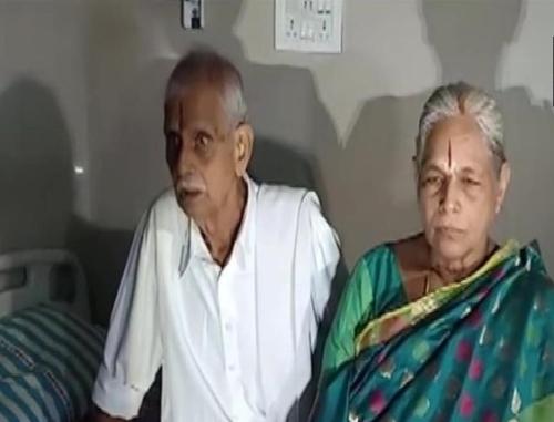 쌍둥이를 출산한 74세 인도 할머니 만가얌마 야라마티(오른쪽)와 남편 라자 라오. [ANI통신 트위터 캡처]