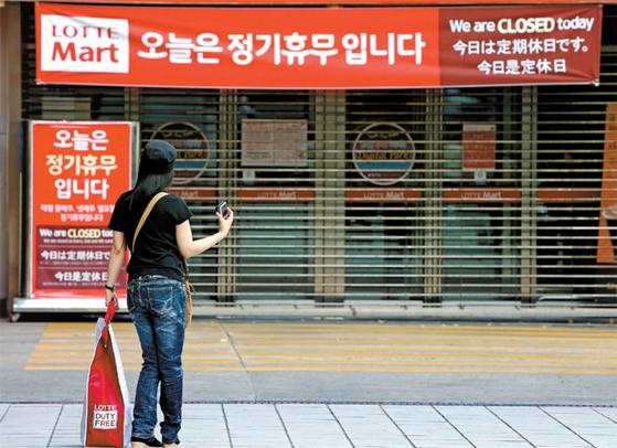 대형마트는 2012년부터 둘째 주, 넷째 주 일요일에 의무휴업을 시행한다. [중앙포토]