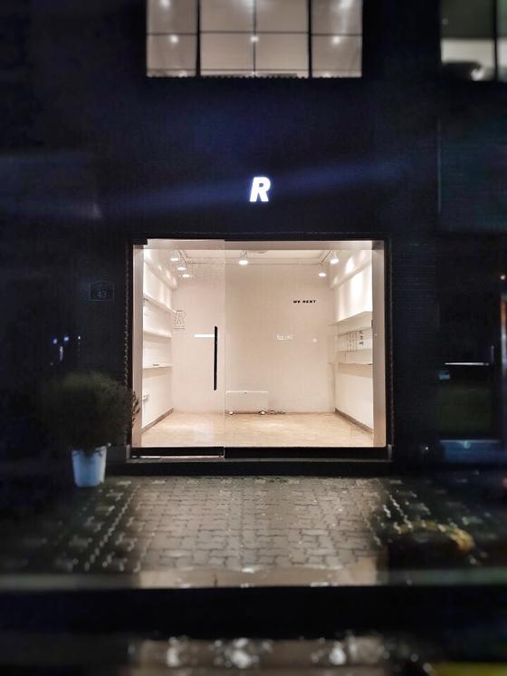 비어있는 작은 상자 같은 프로젝트 렌트 매장. 주 단위로 공간을 빌려 브랜드의 이야기를 할 수 있는 공간 마케팅 플랫폼이다. [사진 필라멘트앤코]