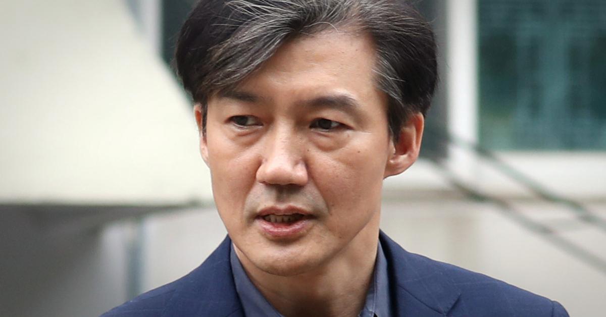 조국 법무부 장관 후보자가 8일 오후 서울 서초구 방배동 자택을 나서고 있다. [뉴스1]