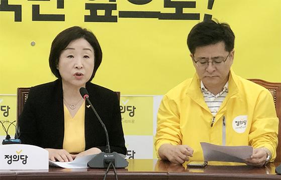 심상정 정의당 대표(왼쪽)가 지난 7일 국회에서 기자간담회를 하고 있다. [연합뉴스]
