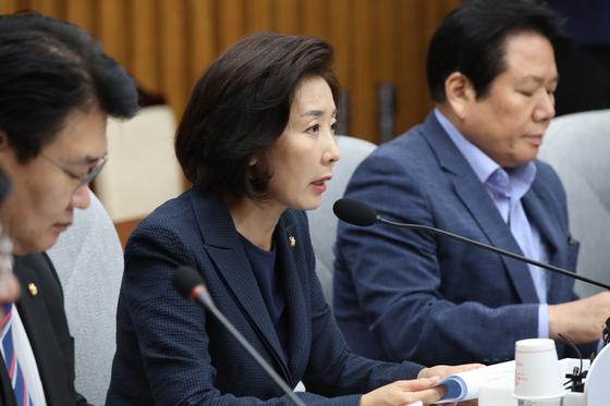 자유한국당 원내대책회의가 10일 국회에서 열렸다. 나경원 원내대표가 발언을 하고 있다. 오종택 기자