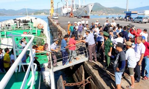 바다에 표류하다 33시간만에 구조된 베트남 어민들. [징 웹사이트 캡처]