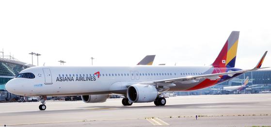 아시아나항공 예비입찰에 참여한 5곳 중 4곳이 예비실사 티켓을 받았다. 사진은 아시아나항공이 신규 도입한 A321 NEO 1번기. [사진 아시아나항공]