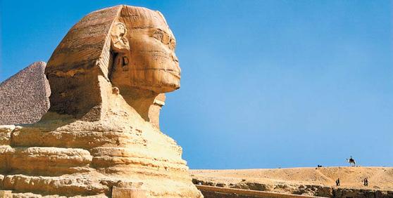 이집트의 대표적인 고대 유물 중 하나인 기자의 스핑크스 조각상. 사람의 머리와 사자의 몸을 갖고 있다. [사진 한진관광]