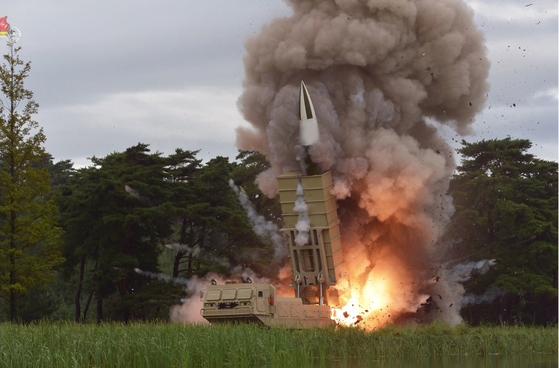 북한이 지난 8월 16일 또다시 김정은 국무위원장의 지도 하에 새 무기 시험사격을 했다고 조선중앙통신이 보도했다. [조선중앙TV=연합뉴스]
