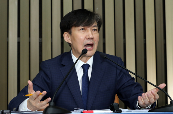 조국 법무부 장관 후보자가 지난 2일 오후 서울 여의도 국회에서 기자간담회를 하고 있다. [뉴스1]