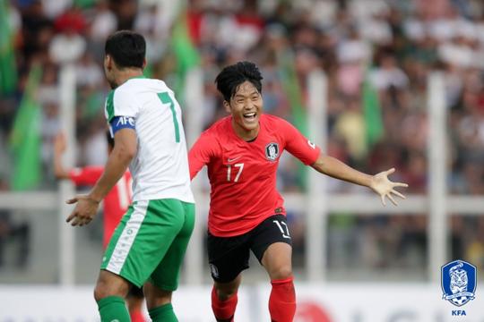 벤투호 공격수 나상호가 투르크메니스탄전에서 A매치 데뷔골을 터뜨리며 2-0 승리를 이끌었다. [사진 대한축구협회]