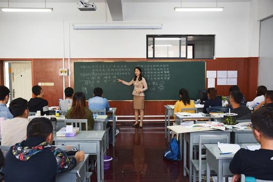 글로벌한국학전공 김은민(17학번) 졸업생 한국어 수업을 진행하고 있다.