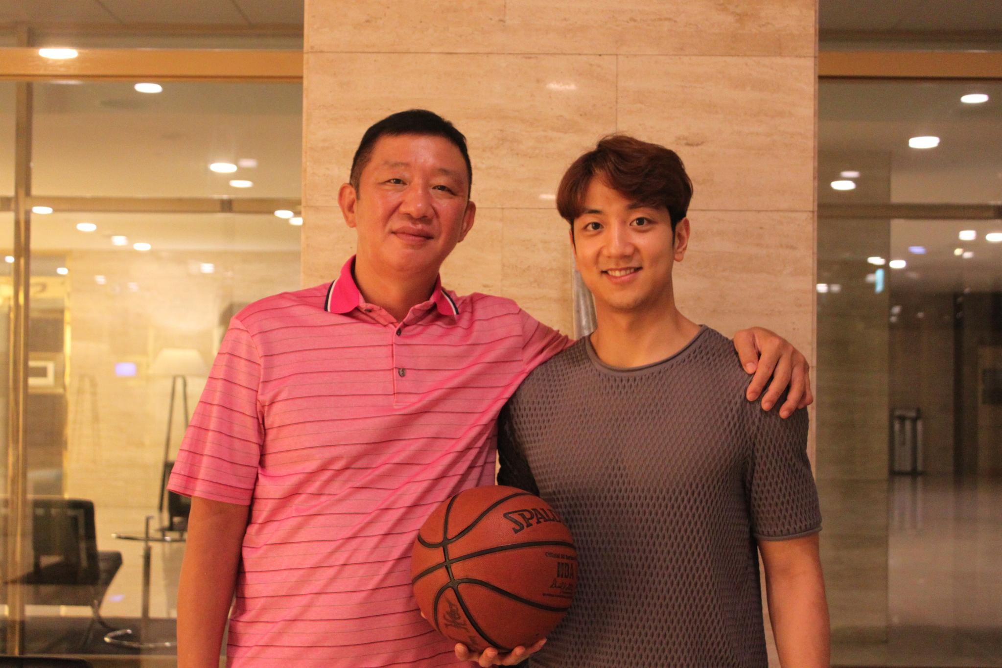 TV 예능 프로그램에서 맹활약 중인 허재(왼쪽)와 농구 월드컵에 출전한 그의 차남 허훈. 박린 기자