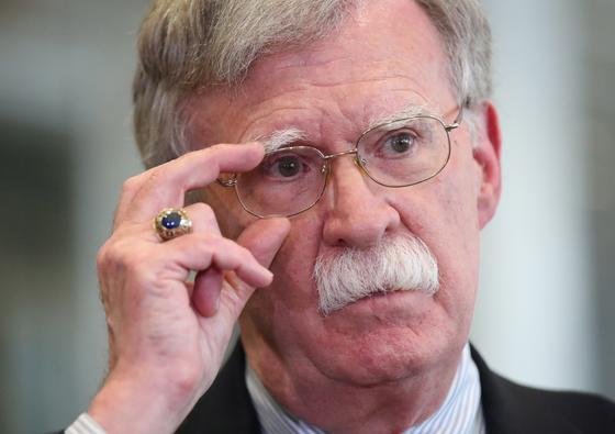 도널드 트럼프 미국 대통령이 10일 17개월 만에 북한·이란·탈레반과 대화 정책에 반대해온 존 볼턴 국가안보보좌관을 경질했다.[EPA=연합뉴스]