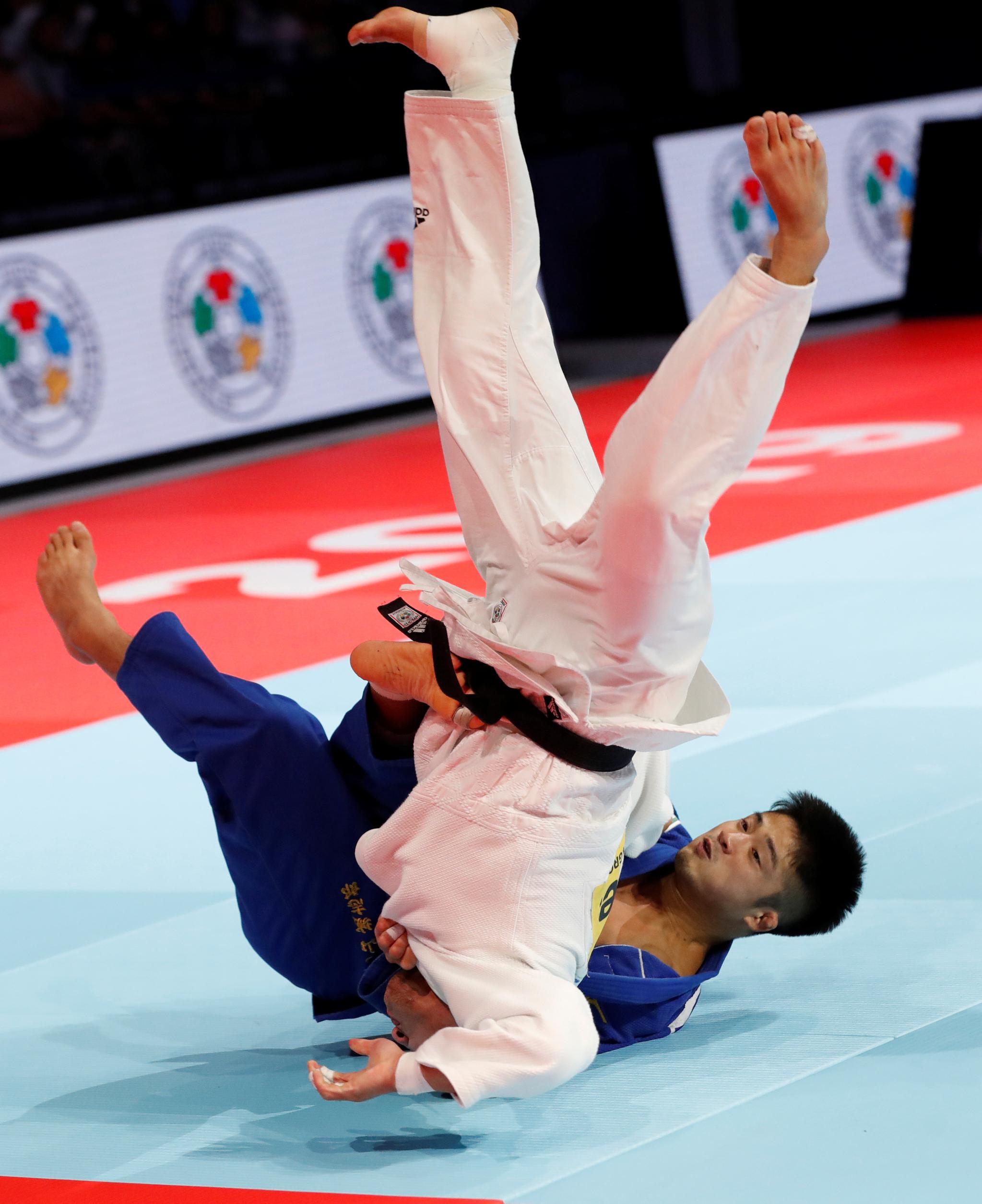 지난달 26일 유도 세계선수권 남자 66㎏급 결승전에서 김임환이 마루야마 조시로에게 한판패했다. 한국유도는 6개월 자격징계를 받았던 안바울을 대표선발전 없이 발탁해 논란을 빚기도 했다.[로이터=연합뉴스]