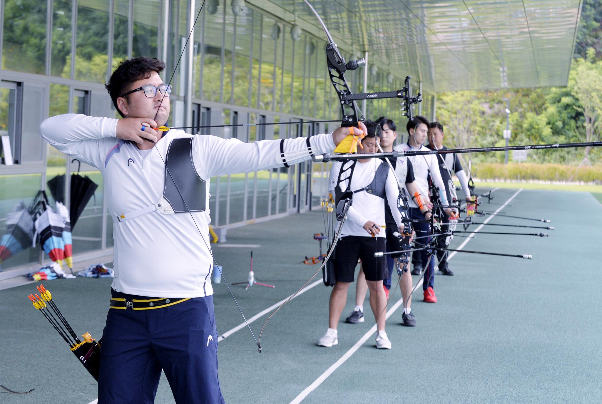 지난달 6일 충북 진천선수촌에서 훈련 중인 한국 남자양궁대표팀. [김성태 프리랜서]