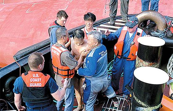 배에 구멍 뚫고, 한국인 넷 전원 구조