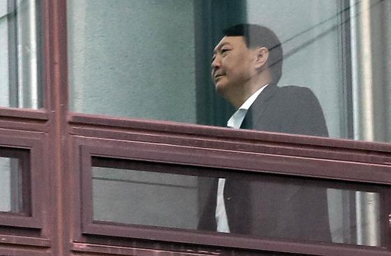 윤석열 검찰총장이 9일 서울 서초동 대검찰청에서 점심식사를 하기위해 이동하고 있다. 우상조 기자
